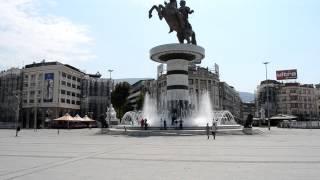 アキーラさん①マケドニア・スコピエ・アレクサンダー大王像Skopje,Macedonia