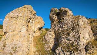 A short flight among the rocks FPV drone