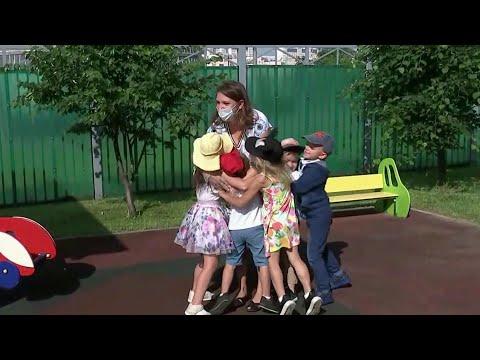 Михаил Мишустин подписал распоряжение о выделении более 34 миллиардов рублей на детские выплаты.
