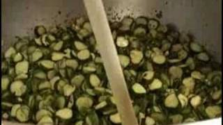 preview picture of video 'Pickle making at Kitchen Kettle Village in Lancaster County'