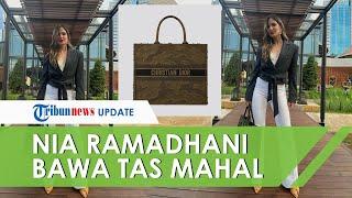 Fitting Baju Bridesmaid untuk Pernikahan Jedar, Nia Ramadhani Tenteng Tas Besar Harga Rp41,2 Juta!