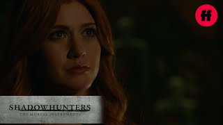 "Shadowhunters | Season 2, Episode 5: Clary, ""I Can Bring My Mom Back"" 