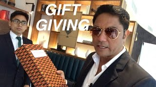 Paris I Gift giving
