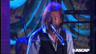 """Ronnie Dunn performs """"Everything That Glitters (Is Not Gold)"""""""