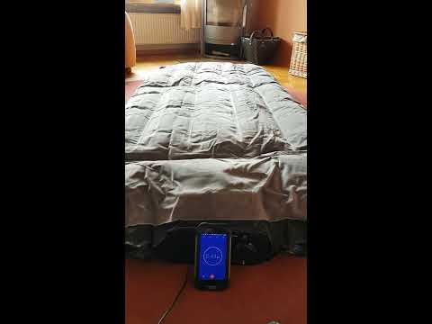 AmazonBasics - Premium-Luftmatratze mit Kissenauflage und integrierter Luftpumpe