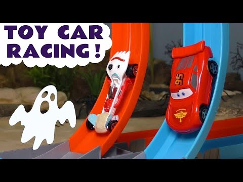 Cars 3 McQueen in Hot Wheels Spooky Challenge Racing vs Toy Story 4 Forky & DC Comics Flash