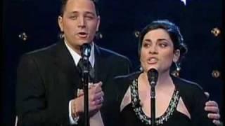 Anna Corvino e Alessandro Scotto di Luzio cantano Parigi mia cara a Domenica In