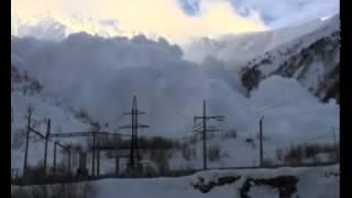 Смотреть онлайн Сход снежной лавины на людей