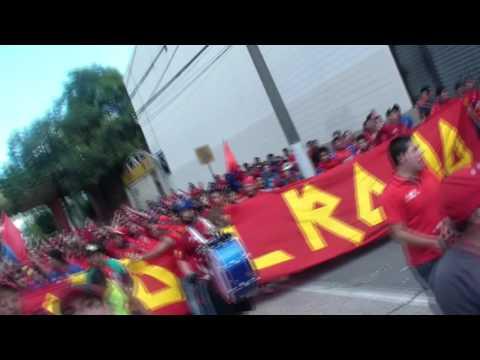 """""""LA BANDA DEL ROJO inicio caminata al Mateo Flores"""" Barra: La Banda del Rojo • Club: Municipal"""