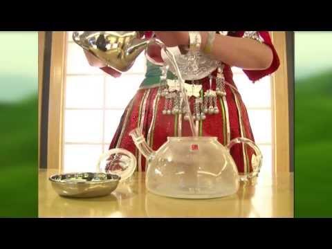 Kaffee- skrab mit dem Zitronensaft für das Bleichen der Haut