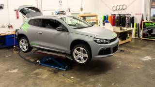 preview picture of video 'Fahrzeugfolierung, Carwrapping Kurzfilm VW Scirocco Grau Matt by Folien-Factory Schrobenhausen'