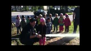 preview picture of video 'Garderie AU PRÉSCOLAIRE, Musical, Trilingue et Vert de Beloeil reçoit les pompiers'