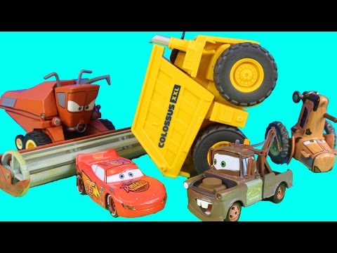 Disney Pixar Cars Tractor Tipping Die Cast Set With Mater Lightning McQueen Frank Screaming Banshee