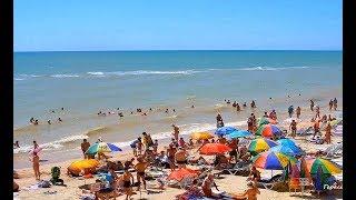 Отдых в Кирилловке и на Федотовой Косе - штормит но народ на пляжах с пивом и детьми в песке :)