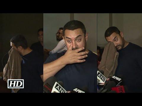 Caught! Aamir Khan Crying after watching Bajrangi Bhaijaan