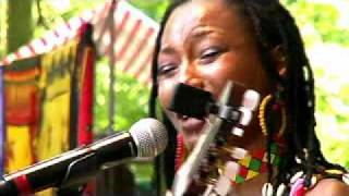 Fatoumata Diawara (Mousso / women) Video - Live 2010 Hertme theater - Johann Berby Groove