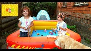 Бросаем игрушки в бассейн. Часть 3. Toys in the pool. Part 3.