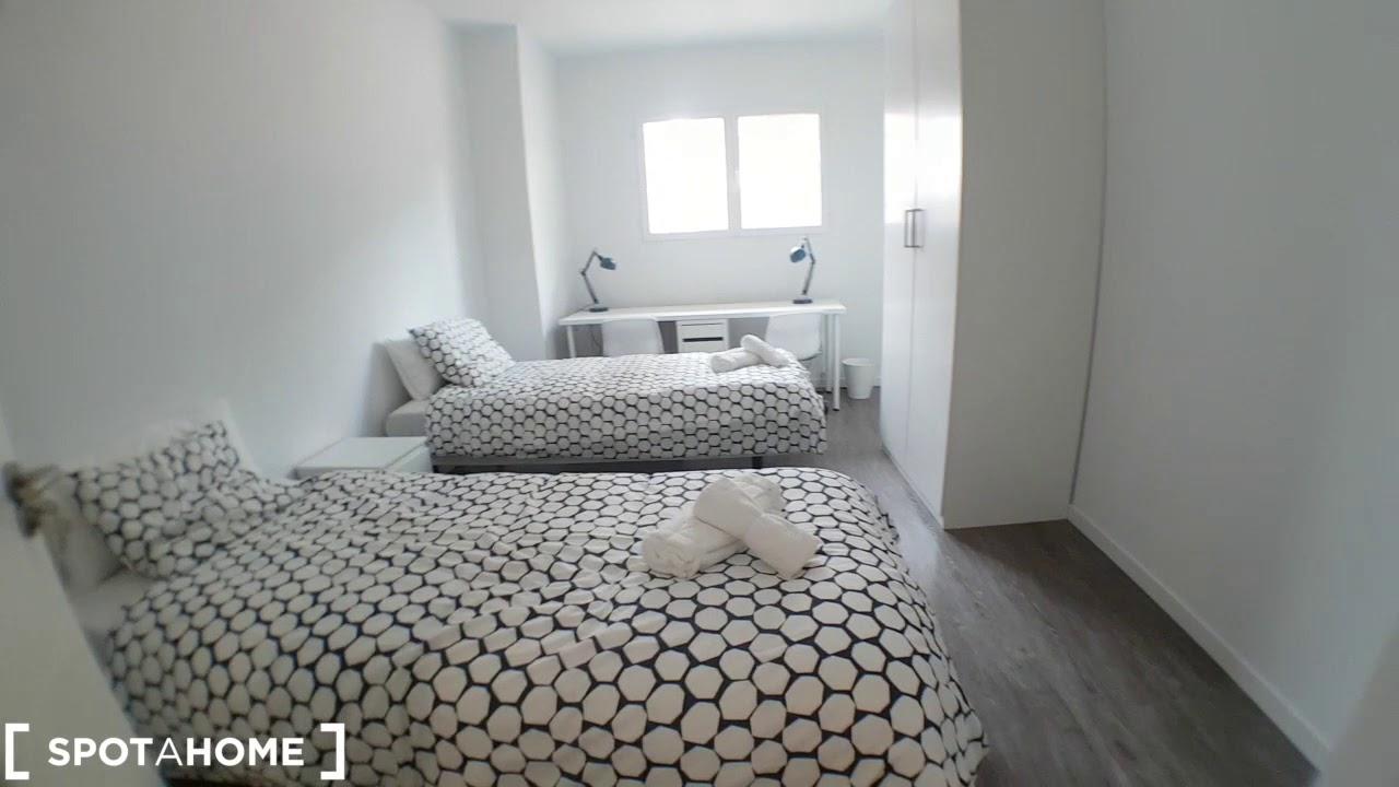 Rooms for rent in modern 4-bedroom apartment in Puente de Vallecas
