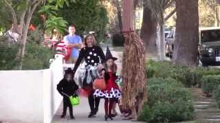 Alyson Hannigan, Husband Alexis Denisof And Daughters Dress-up Witchy For Halloween 2015