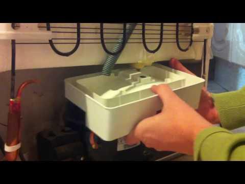 Как снять ёмкость для талой воды холодильника BEKO CS 335020