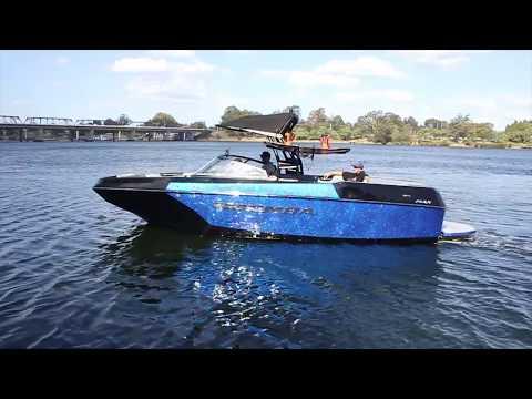 Moomba Max Water Skiing – Flat Ski Wake