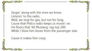 Chely Wright - Listenin' to the Radio Lyrics