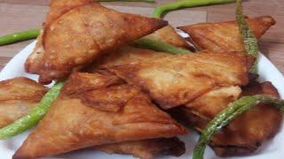 ఆనియన్ సమోసాలు ఇంట్లోనే ఈజీ గా 10 నిమిషాలో ఇలాగ తయారు చేసుకోండి ||Crispy  Onion Samosa With In 10min