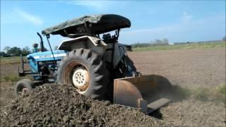 Tractor Tolak Tanah Bendang Dekat Tambun Tulang Spg4 Perlis 230317 Khamis