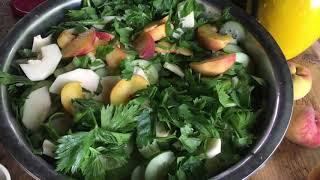 Sałatka warzywna ze spadów w słoikach na zimę