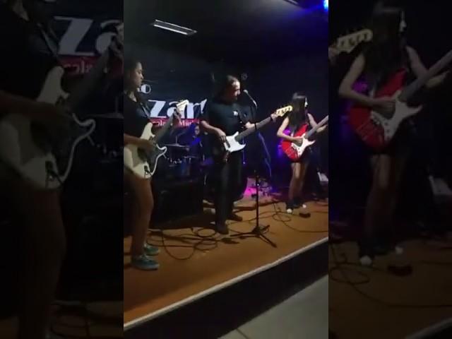 Banda Cromatina X tocando 'Breaking The Law'!
