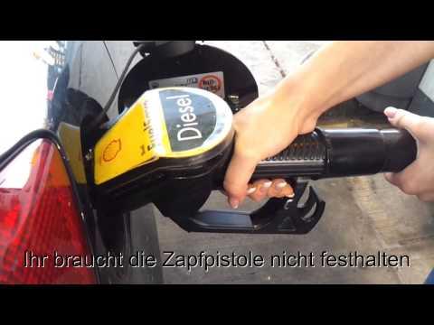 Wie das Benzin für das schneegängige Fahrzeug die Taiga zu verdünnen