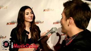Виктория Джастис, Tom Bridegroom interviews Victoria Justice - KIIS FM's Jingle Ball 2010