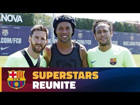 Ronaldinho makes a surprise visit