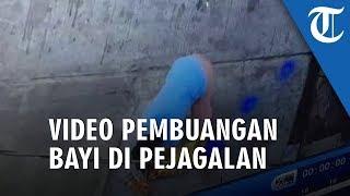 VIDEO Detik-detik Pembuangan Bayi Depan Rumah Warga di Pejagalan Terekam CCTV