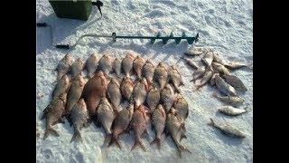 Зимняя рыбалка на иркутском водохранилище.
