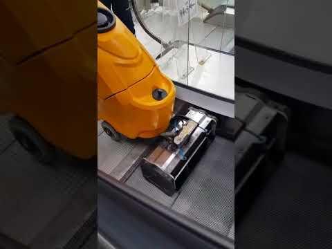 Yürüyen Merdiven Temizleme Makinesi