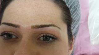 Perfectly groomed microbladed eyebrows hairstroke by El Truchan
