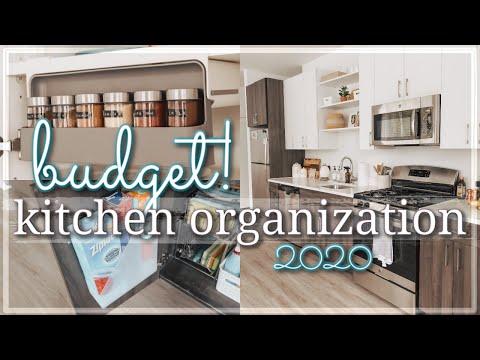 SMALL KITCHEN ORGANIZATION ON A BUDGET 2020 / RENTER FRIENDLY KITCHEN ORGANIZATION HACKS & IDEAS