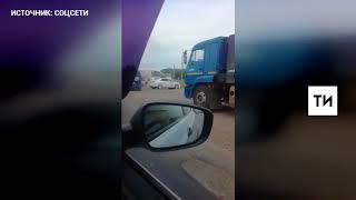 В Челнах очевидцы сняли на видео загоревшийся на ходу вахтовый автобус