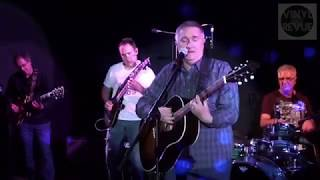 Viny Revue Live in Studio - Twenty Years Late