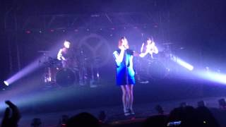 YELLE - JEUNE FILLE GARNEMENT -GUADALAJARA 04/16/15