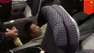 Badly behaved Chinese plane passenger throws temper tantrum on flight for upgrade - TomoNews
