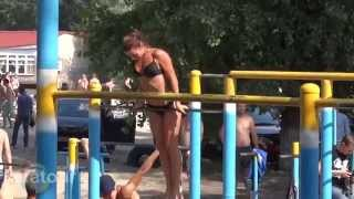 Insanely hot street workout girls - Super strong fitness girls do bodyweight exercises.