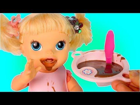 Куклы Пупсики Готовим Шоколадный Пудинг Помогает Маме На Кухне Мультик для детей