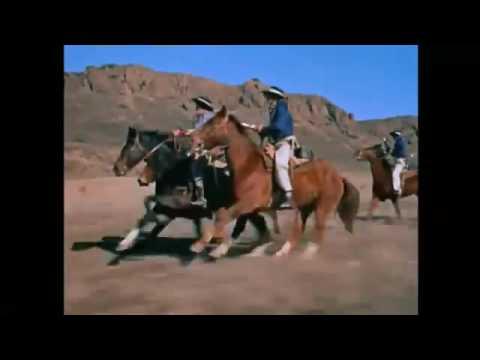Davy Crockett reaches the Alamo with his sidekicks, meeting Jim Bowie