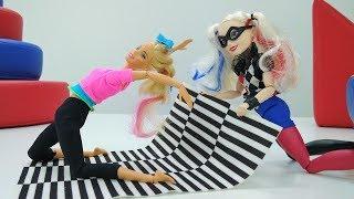 Школа гимнастики Барби - Харли Квин учится гимнастике