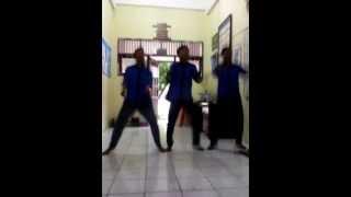 preview picture of video 'Joget Medley YKS Skaga Balikpapan (@Rama_Trisna)'