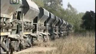 preview picture of video 'Tren de tolvas mineras de NCA pasando por Ramón J. Cárcano'
