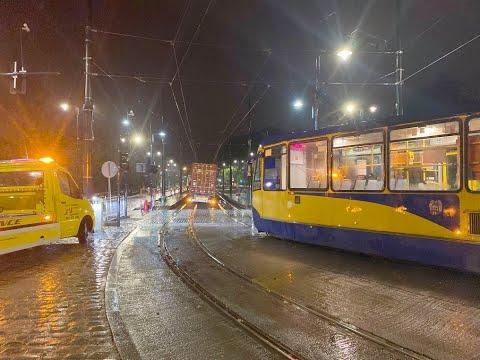tir-utknal-na-torach-tramwajowych