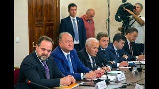 Председатель Правительства РФ Дмитрий Медведев провел с...